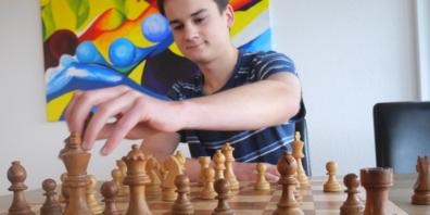 «Das Spiel fasziniert mich. Ich liebe die Herausforderung und es wird nie langweilig», sagt der Kantischüler.