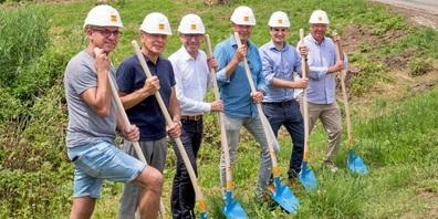 Beim Spatenstich: (v.l.n.r.) Markus Benz, Josef Ramensperger, Eugenio Peduzzi, Bernhard Roos, Marco Klotz, Michael Gräfensteiner