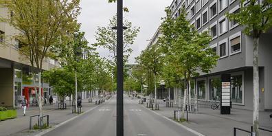 """Wo """"Bus"""" draufsteht, soll auch hauptsächlich der Bus fahren, findet der Zürcher Regierungsrat und lehnt einen Vorstoss, der eine Öffnung der Busspuren für Anbieter von gewerblichen Personentransporten fordert, ab. (Symbolbild)"""