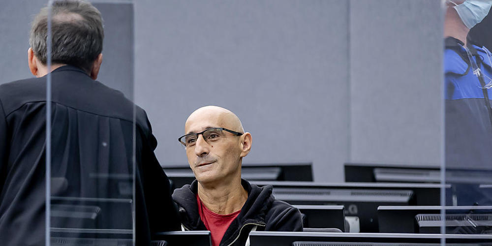 Salih Mustafa wartet auf den Beginn seines Prozesses vor dem Gericht der Kosovo-Spezialkammer. Der erste Prozess gegen Mustafa, Ex-Kommandant der albanischen Miliz, der wegen vier Kriegsverbrechen, darunter Mord und Folter, angeklagt ist, begann a...