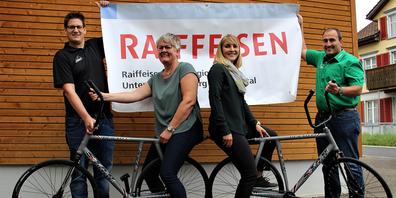 Sie hoffen auf grünes Licht für die U23-EM: (v.l.) Gregor Schnellmann (Vertreter RMV Mosnang/Präsident), Nadine Hauser (Marketing und Vertrieb Raiffeisenbank Bütschwil), Heidi Widmer (Leiterin Geschäftsstelle Mosnang), Pascal Schönenberger (Vertreter RMV Mosnang).