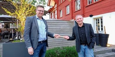 Peter Haag (links) bei der präsidialen Stabsübergabe an seinen Nachfolger und Vorgänger Bruno Scheiwiller.