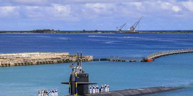 Auf diesem von der US-Marine zur Verfügung gestellten Foto kehrt das schnelle Angriffs-U-Boot USS Oklahoma City (SSN 723) der Los-Angeles-Klasse zum US-Marinestützpunkt in Guam zurück. Foto: Mc3 Naomi Johnson/US Navy Office of Information via AP/d...