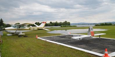 Auch auf dem Gelände des Flugplatzes Lachen-Wangen kam es zur Bildung von grösseren Pfützen.
