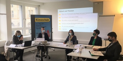 VertreterInnen des Komitees CO₂-Gesetz Ja St.Gallen Appenzell (v.l.n.r.): Franziska Cavelti Häller, Matthias Tischhauser, Claudia Friedl, Susanne Hartmann, Daniel Bosshard.