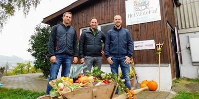 Mit SaisonBox-Projekt nominiert für den agroPreis 2021: v. l. Matthias Ruoss (GL SaisonBox GmbH), Markus Bernhardsgrütter (GL SaisonBox GmbH) und René Bernhardsgrütter (beauftragter Software-Ingenieur).