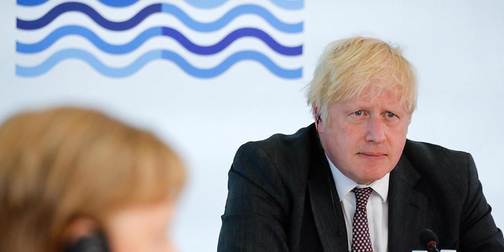 Angela Merkel, Bundeskanzlerin von Deutschland, und Boris Johnson (r), Premierminister von Großbritannien, nehmen an einer Arbeitssitzung während des G7-Gipfels teil. Der G7-Gipfel findet vom 11. bis 13. Juni in Carbis Bay, St Ives in Cornwall sta...
