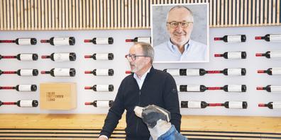 In Gedenken an Mäni Frei liess Beat Hedinger, Geschäftsführer des Schaffhauser Blauburgunderlands, die über 20-jährige freundschaftliche Zusammenarbeit mit dem einfallsreichen Schöpfer Revue passieren.