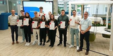 Geschafft! Die ersten neun KV4.0-Absolventen haben ihr Diplom erhalten.