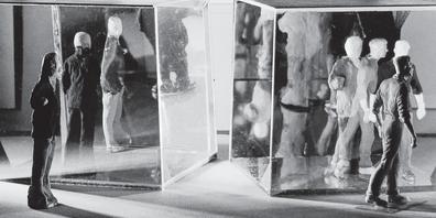 Kuben mit Spiegelfolie erlauben facettenreiche Effekte.