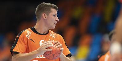 Kadettens Captain Dimitrij Küttel, hier bei einem Einsatz vor seiner langen Auszeit, ist zurück im Handball-Geschehen