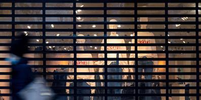 Das St. Galler Volkswirtschaftsdepartement sieht in einer befristeten längeren Ladenöffnung an Samstagen als Corona-Massnahme keinen Nutzen für die Geschäfte (Symbolbild).