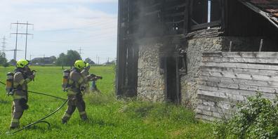 Ein Stall in Schübelbach ist in Brand geraten.