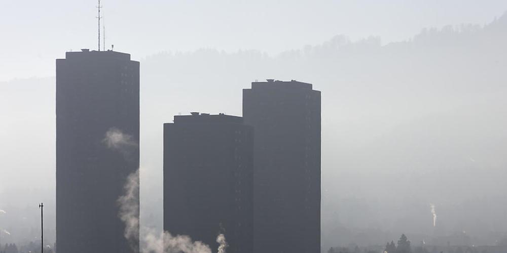 Die Schweizer Stimmbevölkerung hat das revidierte CO2-Gesetz und damit neue Massnahmen für die Senkung des Treibhausgasausstosses abgelehnt. (Symbolbild)