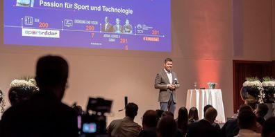 Keynote-Speaker Carsten Koerl von Sportradar am 1. LEADER Digital Award 2019.