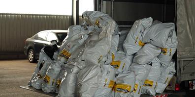 Über 2'300 sichergestellte Betäubungsmittel unter strenger Kontrolle und Überwachung von der Kapo SG in einer Kehrichtverbrennungsanlage verbrannt.
