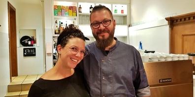 Caro und Michi Rohrer sind auf den Erfolg ihrer «Bluemä» in Uznach stolz.