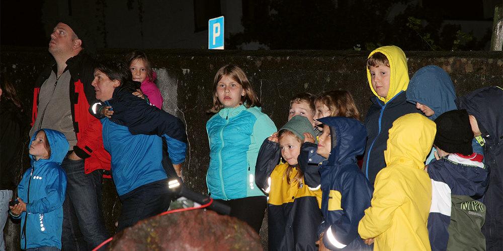 Sowohl die Kinder wie auch die Erwachsenen kamen an der  Fledermausnacht in Fläsch auf ihre Rechnung.
