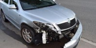 Ansicht des beschädigten Personenwagens.