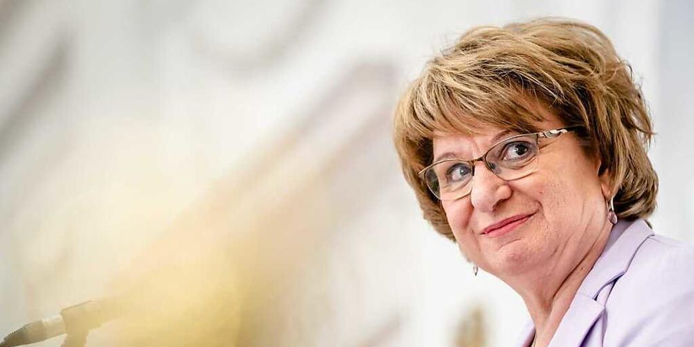 Mariette Hamer, die vom Parlament in den Niederlanden damit beauftragt worden war, die Möglichkeit einer neuen Regierungskoalition auszuloten, nimmt an einer Pressekonferenz teil. Foto: Bart Maat/ANP/dpa