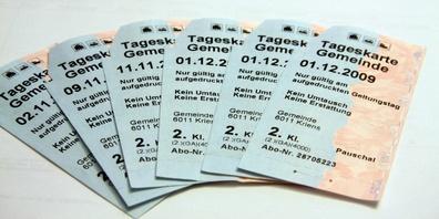 Sie können auch bequem von zu Hause aus per Kreditkarte bezahlen und die Tageskarten werden Ihnen per Post zugestellt.