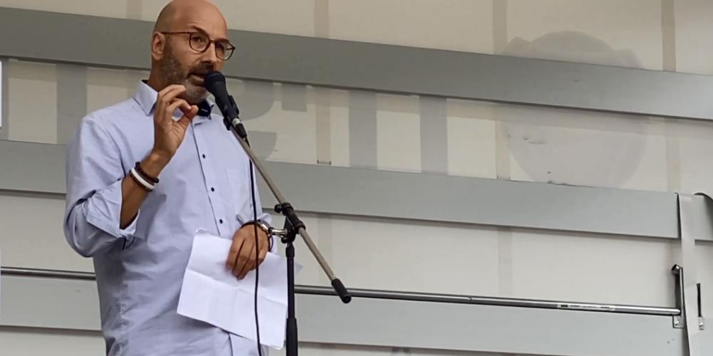 Christian Frei an einer Corona-Kundgebung in Zürich (Bild: September 2020/YT)