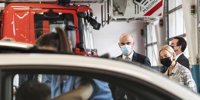 Bundesrat Alain Berset und die Solothurner Frau Landammann Susanne Schaffner besuchen den Impf-Drive-in in Grenchen SO.