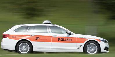 Bei einer Geschwindigkeitskontrolle stoppte die Zürcher Kantonspolizei in Rafz einen Raser und drei Schnellfahrer. (Symbolbild)