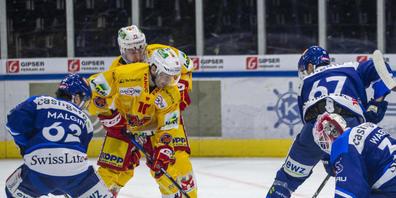 Einer der Bieler Matchwinner: Luca Cunti bedrängt ZSC-Goalie Ludovic Waeber