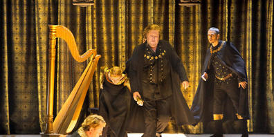 HANDOUT - Magnus Vigilius (Walther von der Vogelweide, l-r), Saskia Scheffold (Statistin), Stephen Gould (Tannhäuser) und Wilhelm Schwinghammer (Reinmar von Zweter). Die Wagner-Oper feierte am 27.07.2021 Premiere bei den Bayreuther Festspielen 202...