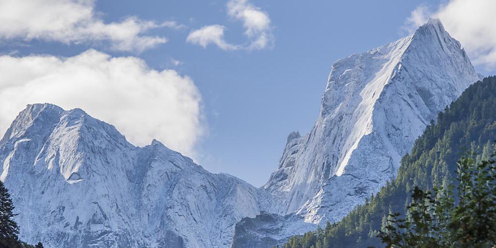 Die verunglückten Italiener wollten an die Nordostwand des Pizzo Badile (rechts). (Archivbild)