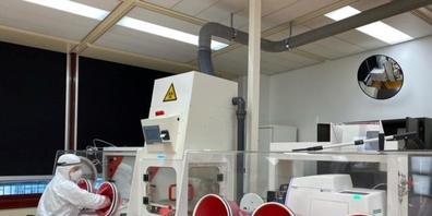 Blick ins Sicherheitslabor der Universität Genf: Hier forschen Wissenschaftlerinnen und Wissenschaftler mit infektiösen Viren, die über die Luft übertragen werden. (Pressebild)