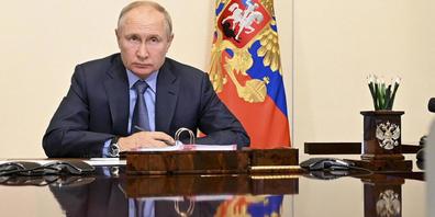 Wladimir Putin, Präsident von Russland, leitet eine Kabinettssitzung per Videokonferenz. Foto: Alexei Nikolsky/Pool Sputnik Kremlin/AP/dpa