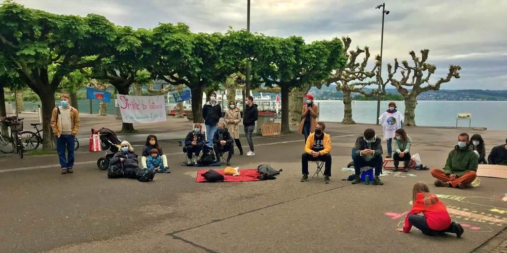 Rund 40 Teilnehmende waren am Klimastreik Rapperswil-Jona anwesend und lauschten gebannt.