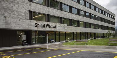 Solviva AG oder Gemeinde? Die Frage, wie es mit dem Spitalgebäude in Wattwil weitergeht, soll bald entschieden werden. (Archivbild)