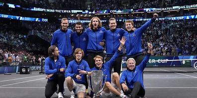 Das Team Europa mit Captain Björn Borg (unten rechts) bejubelt den Sieg am Laver Cup in Boston