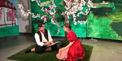 Unter den Kirschblüten bahnt sich eine Liebesgeschichte an.