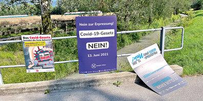 Mussten diese Woche durch Dritte entfernt werden: sechs Kampagnen-Tafeln an der Kreuzung Wiesenstrasse/Landstrasse.