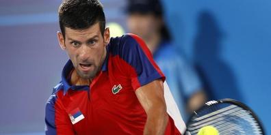 Novak Djokovic, zuvor extrem souverän in Tokio unterwegs, verlor ab Mitte des zweiten Satzes gegen Alexander Zverev komplett den Faden