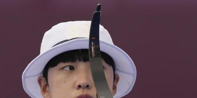 Der modische Hut tarnt bei Triple-Goldgewinnerin An San aus Südkorea den feministischen Kurzhaarschnitt, für den sie in der Heimat kritisiert worden ist