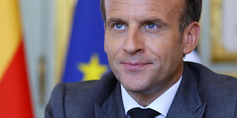 Frankreichs Präsident Emmanuel Macron spricht im Elysee-Palast. Nachdem er am Dienstag bei einem Besuch in Tain-l'Hermitage geohrfeigt wurde, hat die Staatsanwaltschaft laut Medienberichten 18 Monate Haft für den Täter gefordert. Foto: Thomas Sams...