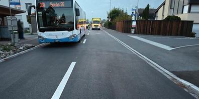 In Haag SG wurde ein 13-Jähriger bei einem Unfall verletzt. Er soll aus einem Bus ausgestiegen und über die Strasse gerannt sein. Dort stiess er mit einem Auto zusammen.
