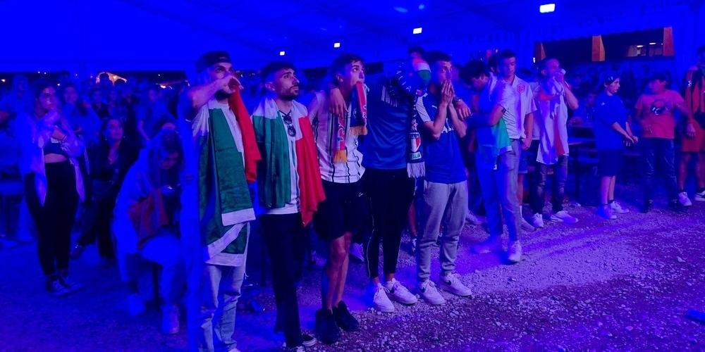 Ganz in den Farben der Azzuri eingetaucht verfolgten die 500 Gäste den Penalty-Krimi.