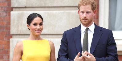 """ARCHIV - Prinz Harry von Großbritannien und seine Frau Meghan während des Empfangs """"Dein Commonwealth-Herausforderung für die Jugend"""" im Marlborough House. Foto: Yui Mok/PA Wire/dpa"""