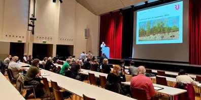 Am Stadtforum Rapperswil-Jona führten Stapi und Stadträte gekonnt durch die verschiedenen anstehenden Themen.