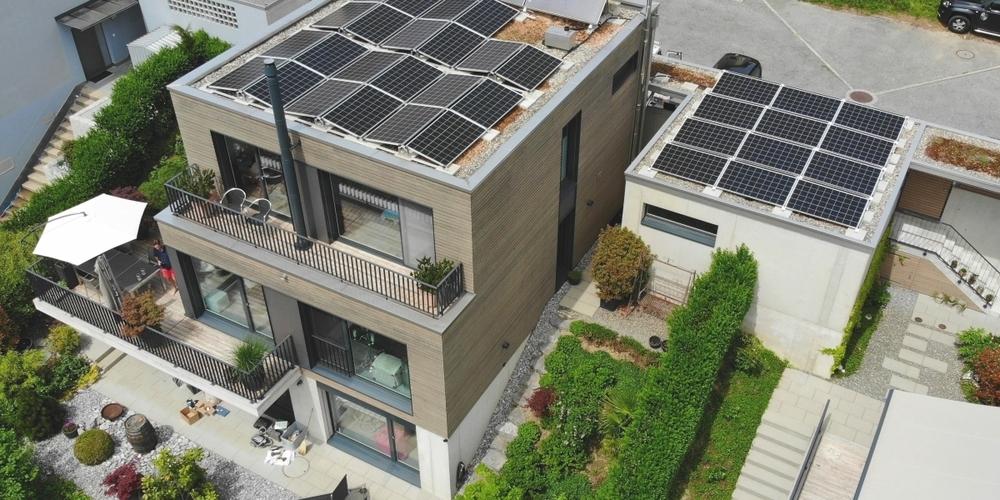 Immer mehr Strom auch aus privaten Photovoltaikanlagen, wie hier an der Rickenstrasse in Uznach.