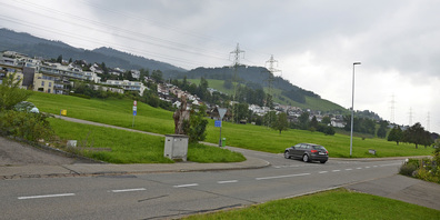 Auf der Sihleggstrasse in Wollerau ereignete sich vor zwei Jahren die Kollision zwischen einem Personenwagen und einem Polizeifahrzeug.