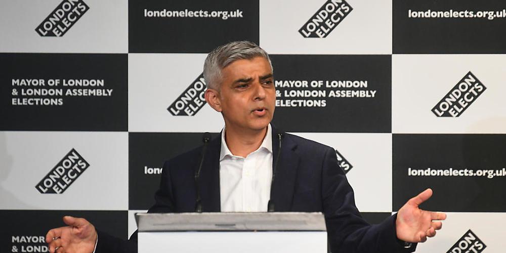 Der Labour-Politiker Sadiq Khan spricht, nachdem er in der City Hall zum nächsten Bürgermeister von London erklärt wurde. Foto: Victoria Jones/PA Wire/dpa