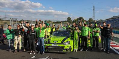 Jubel zum Sieg des Green-Hope-Autos auf dem Hungaroring