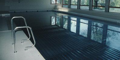 Von Oktober bis April wieder für die Öffentlichkeit zugänglich: Lehrschwimmbecken Letten in Bäretswil (Archivbild).